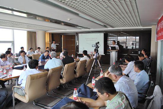 IIW(中国)授权的焊接培训与资格认证委员会(CANB)执委会副主席兼秘书长,机械工业哈尔滨焊接技术培训中心主任解应龙教授出席了本次研讨会并致欢迎词。他说,中国获得国际授权十一年来,能够连续取得培训及认证人数总数世界第二,特别是近两三年来培训及认证人数以50%增长这样一个可喜成绩,离不开在座的各位及所在机构的大力支持,离不开焊接全行业的支持,为此他代表CANB及WTI Harbin向参与合作、共同发展的单位表示衷心的感谢。CANB培委会主任,机械工业哈尔滨焊接技术培训中心副主任钱强教授以进一推进国际资质焊